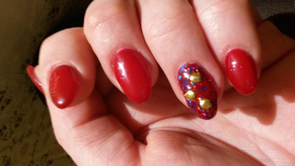 Rode nagels met een twist