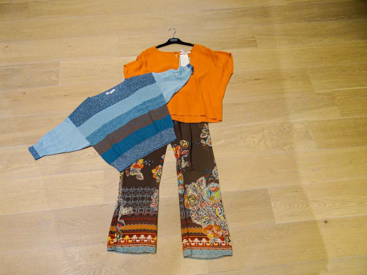 Kleurrijke broeken en shirts