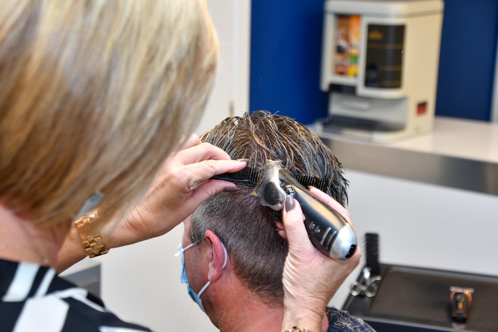 Bijwerken met tondeuse bij Hairstudio Classic's