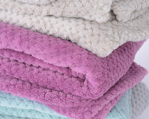 soft coral fleece, dekentjes en plaits