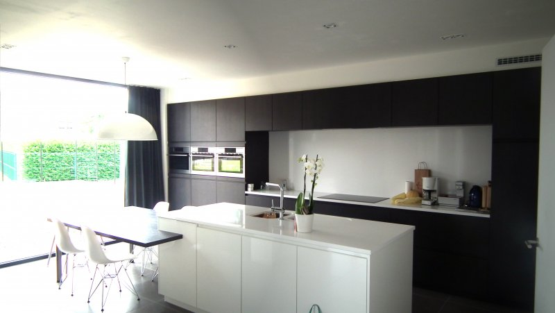 Moderne witte keukens: witte keukens diverse keukenstijlen lage ...