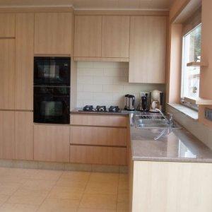 greeploze keuken met granieten werktablet te Berchem