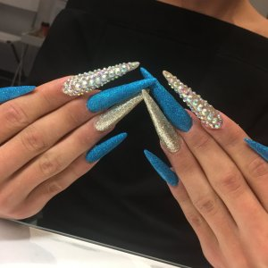 Extreme form of stiletto nagels met nailart prijs 80€