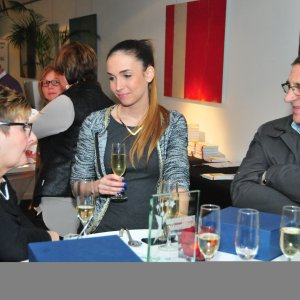 Niobe Ruts (PR Handelsgids) tijdens een gesprek met de handelaars